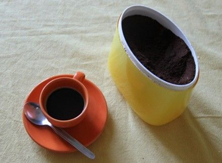 Pulire utilizzando il caffè